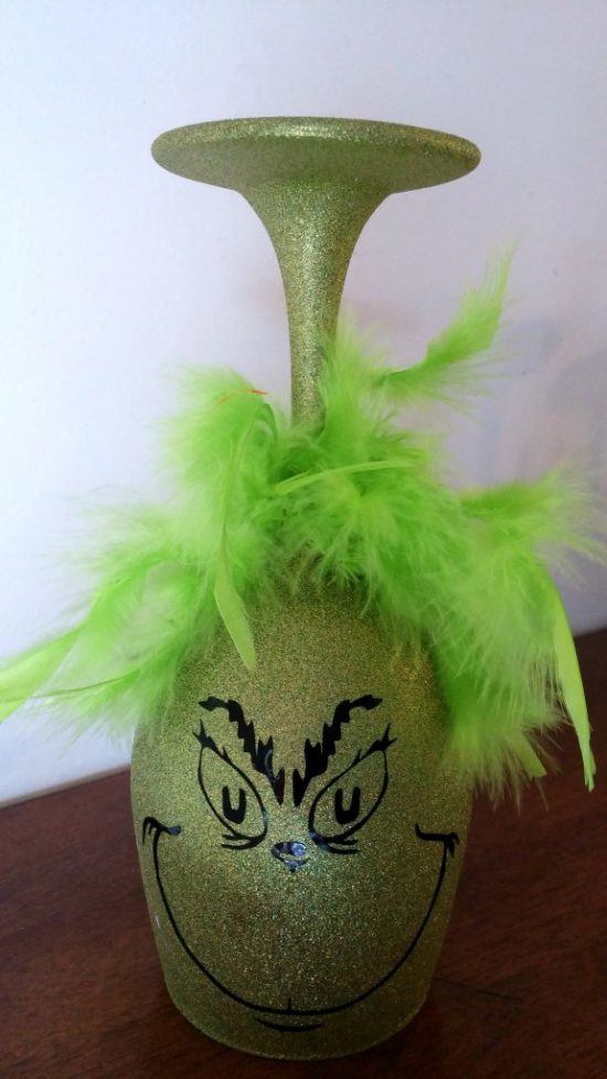 Grinch Glittered Glass | 25+ MORE Grinch Crafts and Cute Treats