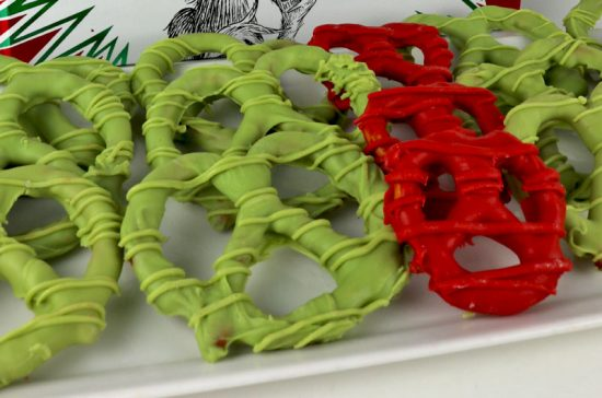 Grinch Heart Pretzels | 25+ MORE Grinch Crafts and Cute Treats
