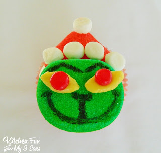 Grinch Marshmellow Cupcake Topper | 25+ MORE Grinch Crafts and Cute Treats