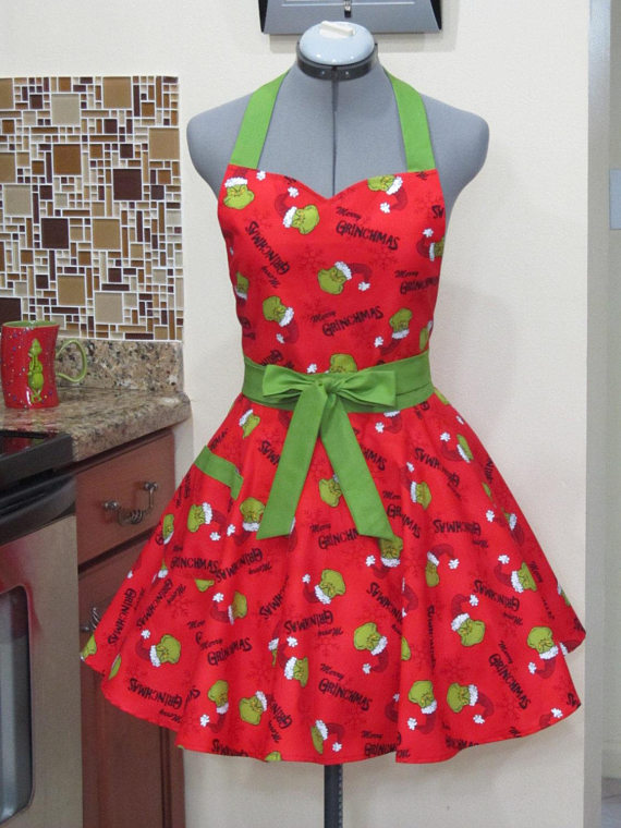 Grinchmas Apron | 25+ MORE Crafts and Cute Treats
