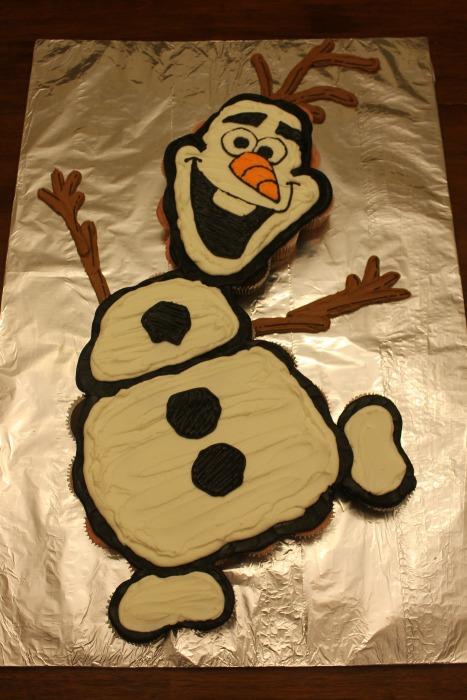 Olaf Cupcake Cake | 25+ Cupcake Birthday Cake Ideas