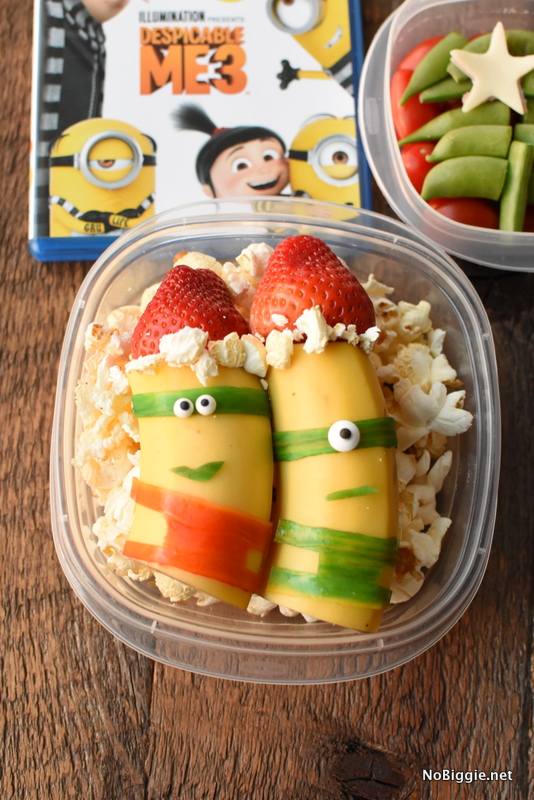 Santa Minions a great way to turn your fruit into something fun! #santaminions #minions #funfruitideas #foodideas