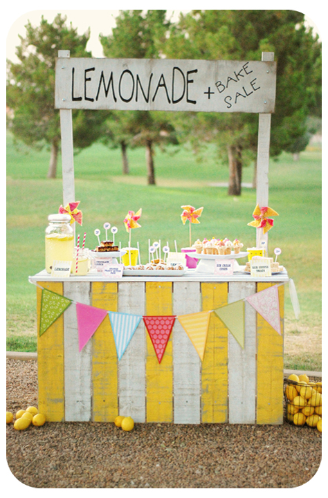 15 Amazing DIY Lemonade Stands