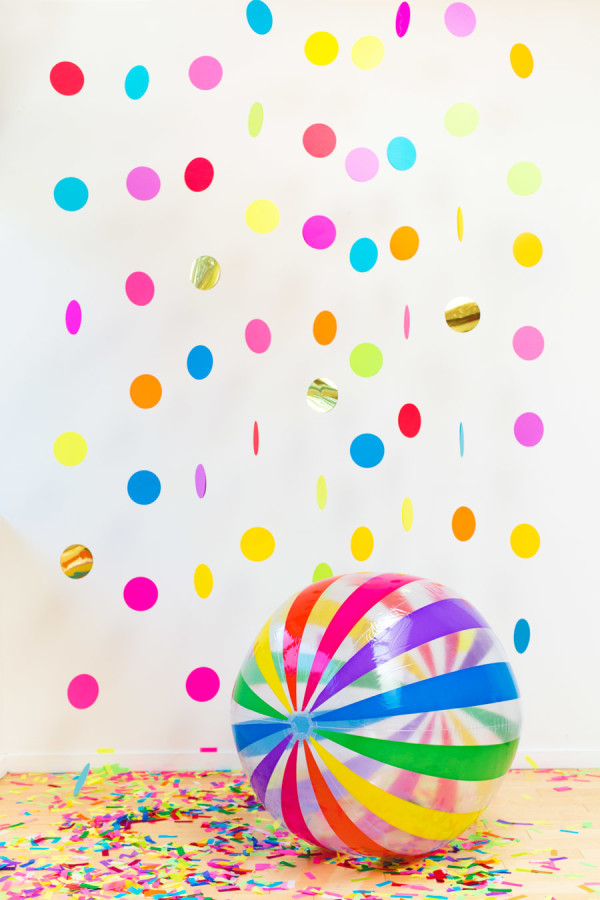 Floating Confetti Photobooth | 25+ Confetti Party Ideas