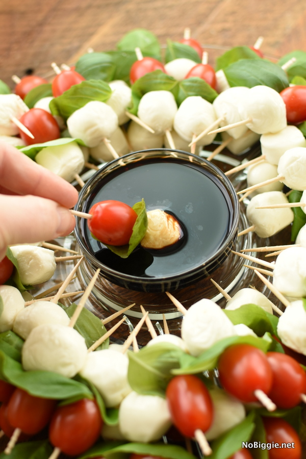 caprese wreath with balsamic glaze to dip
