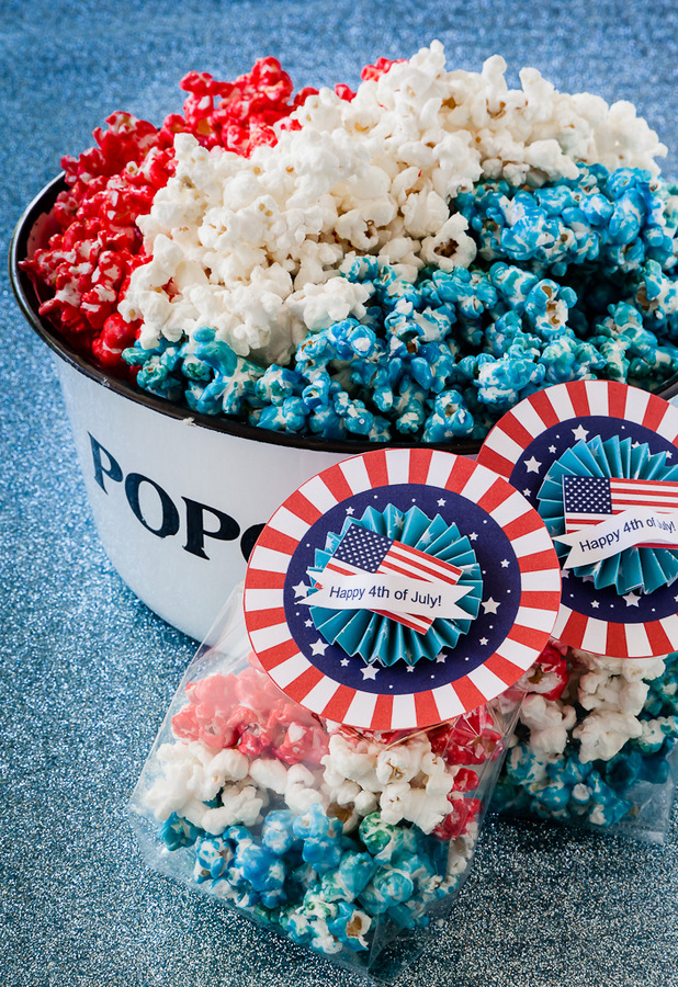 Red, White and Blue Patriotic Popcorn for the 4th of July. #popcorn #redwhitebluepopcorn #4thofjuly #4thofjulyrecipes #patrioticrecipes #patrioticpopcorn