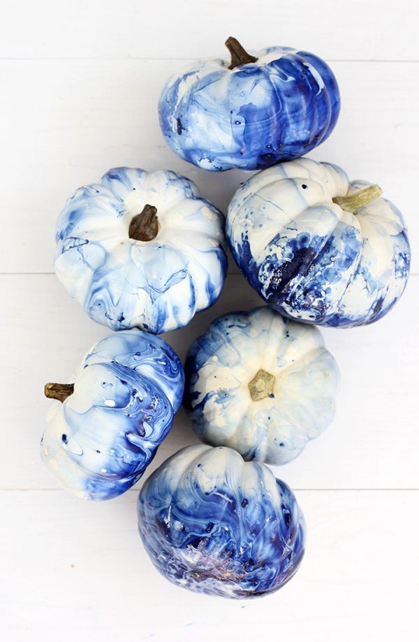 Indigo Marbled Pumpkin | 25+ MORE no carve pumpkin ideas