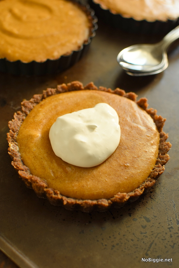 pumpkin marshmallow pie with a cookie crust