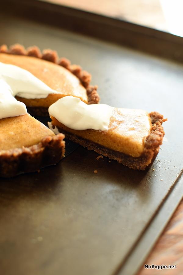pumpkin marshmallow pie with cookie crust
