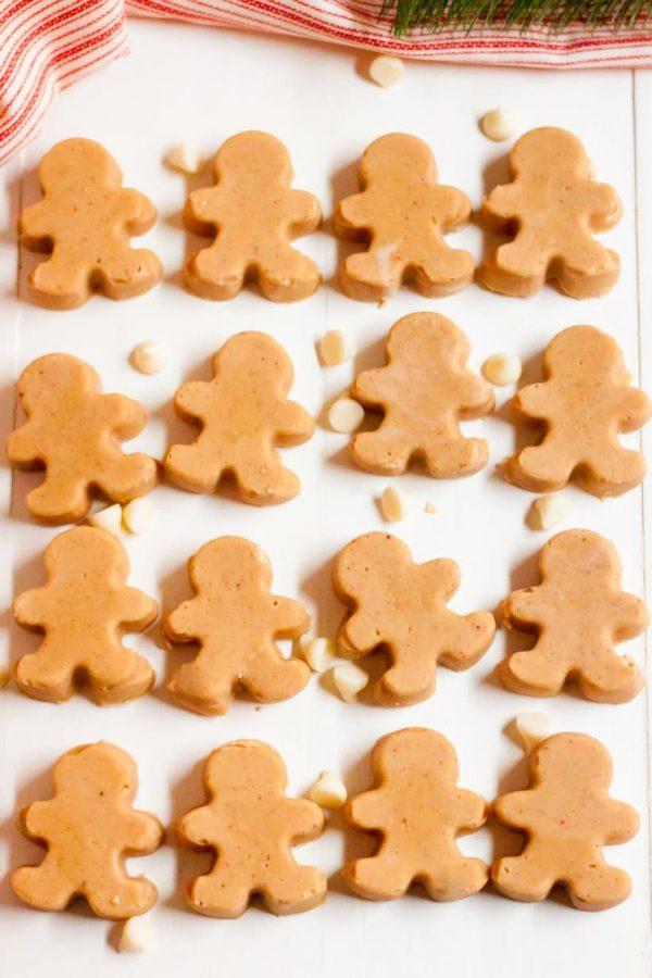 Easy Gingerbread Fudge | 25+ Holiday Fudge Recipes