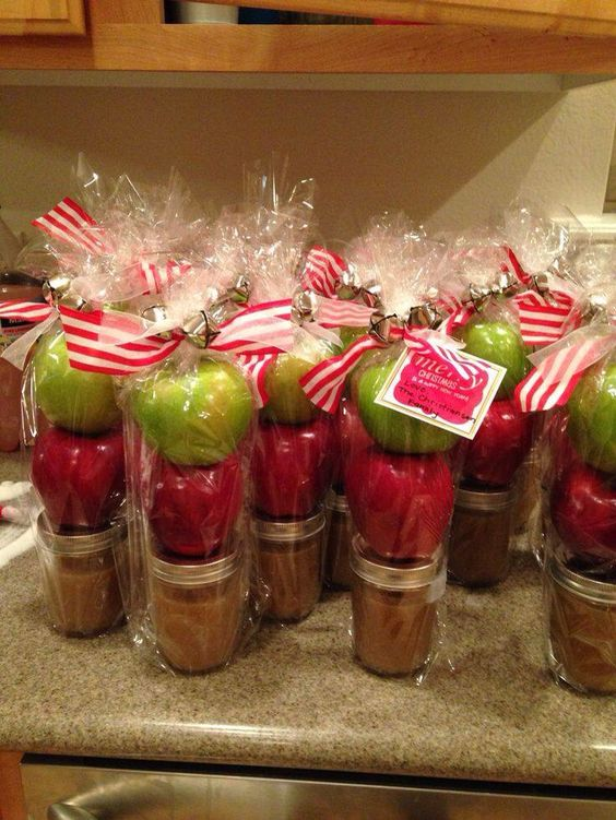 Homemade Caramel Sauce with Apples | 25+ more mason jar gift ideas