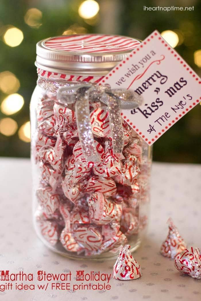 Merry Kiss-mas jar | 25+ more mason jar gift ideas