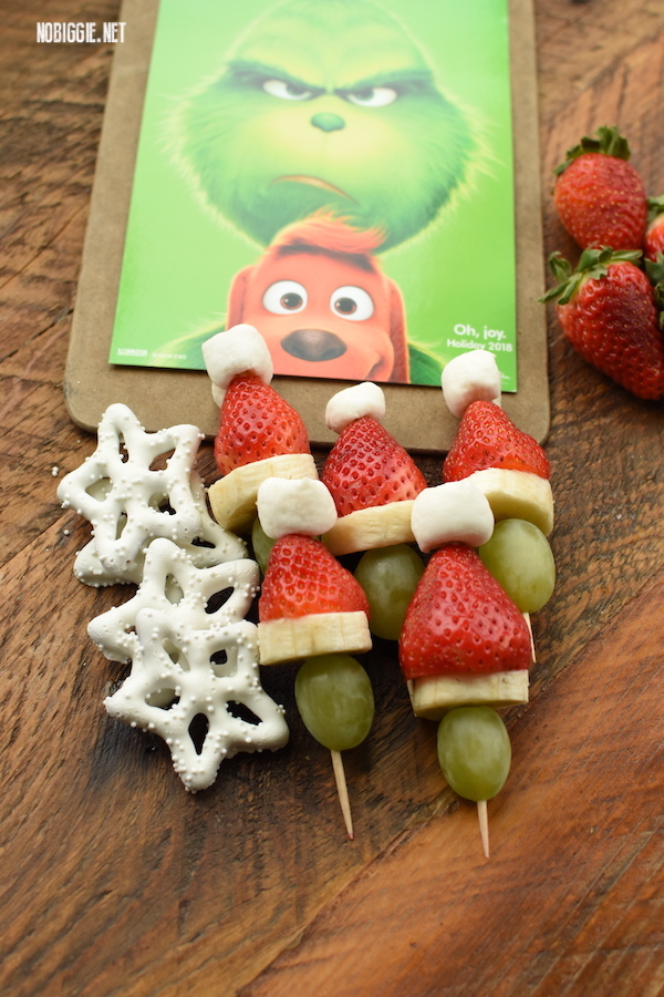 Grinch Kabobs and fruit snacks | 25+ Grinch Crafts and Cute Treats | NoBiggie.net