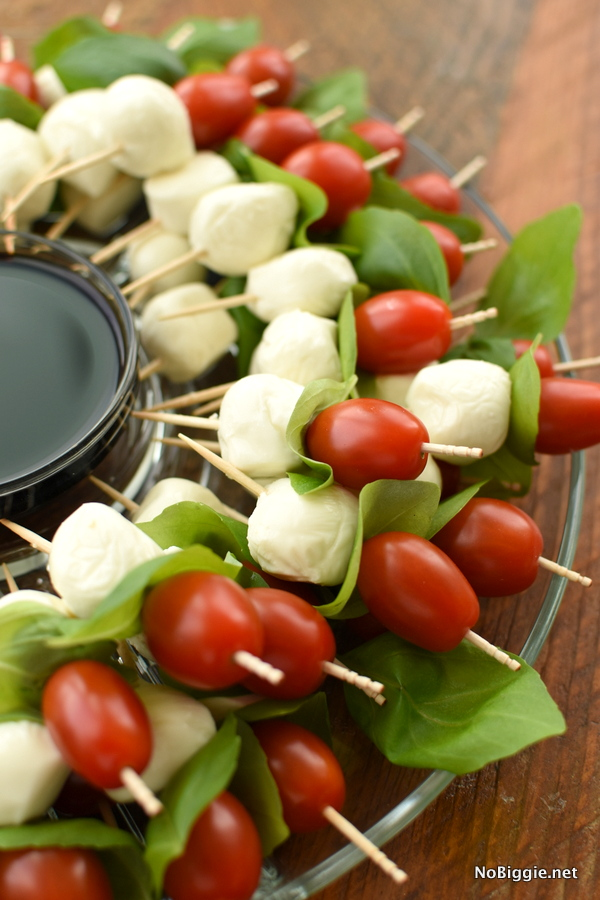 Caprese Wreath | 25+ MORE Easy No Cook Appetizers