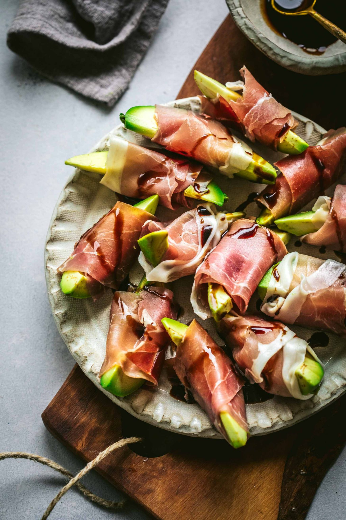 Prosciutto wrapped avocado bites | 25+ MORE Easy No Cook Appetizers