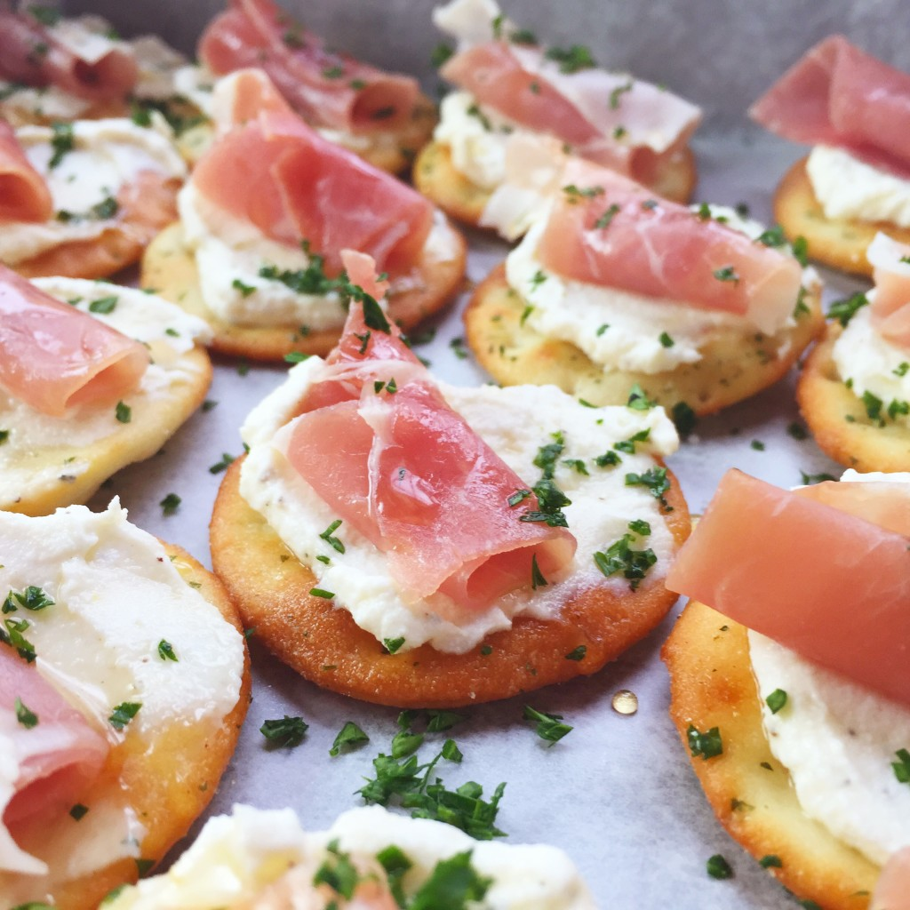 Ricotta and Prosciutto Crackers | 25+ MORE Easy No Cook Appetizers