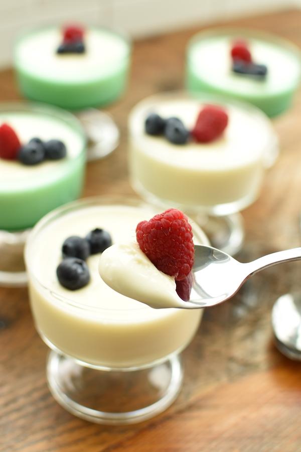 Russian Cream with fresh berries | NoBiggie.net