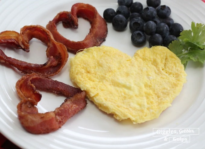 Heart Eggs and Bacon | 25+ MORE Heart Shaped Food