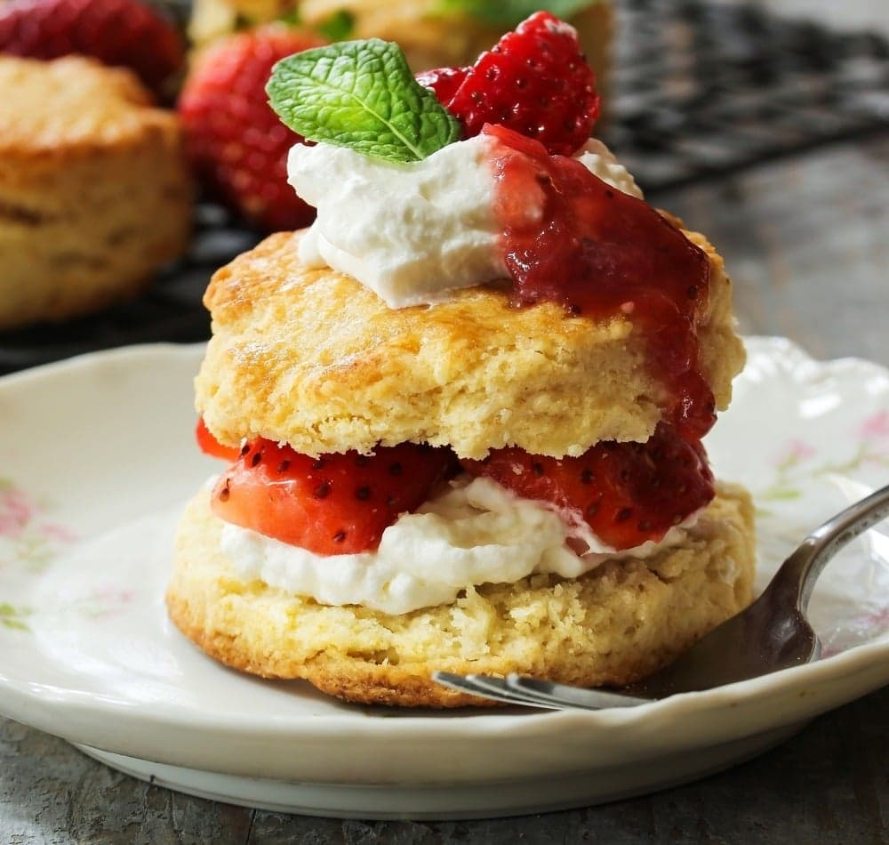 Air Fryer Strawberry Scones | 25+ Air Fryer Desserts