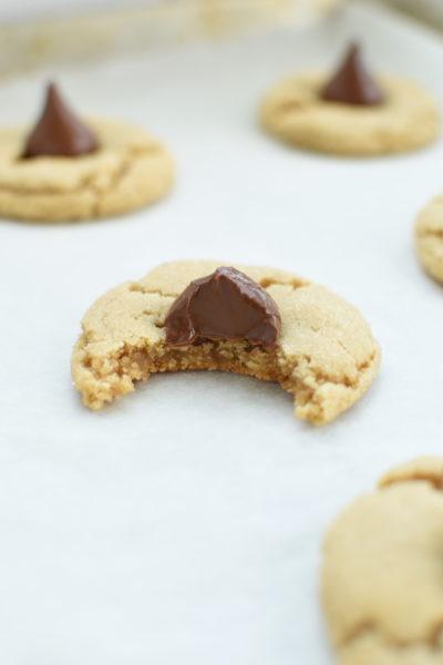 peanut butter blossom cookies | NoBiggie.net