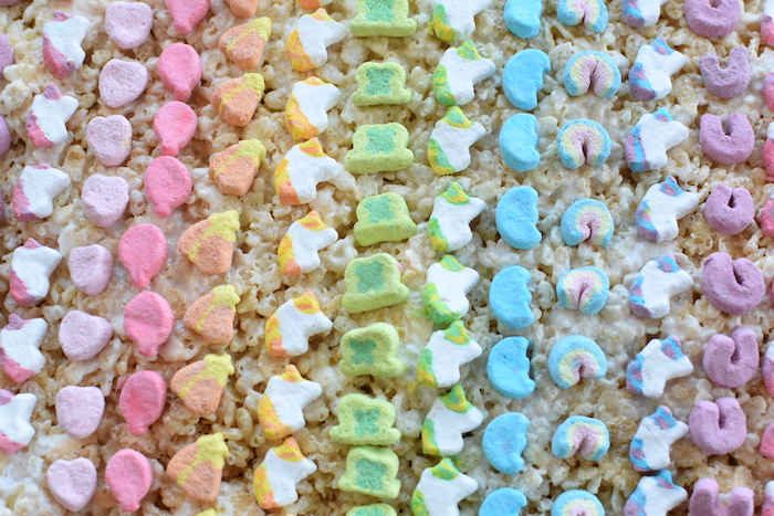 Lucky Charms marshmallows in a rainbow | NoBiggie.net